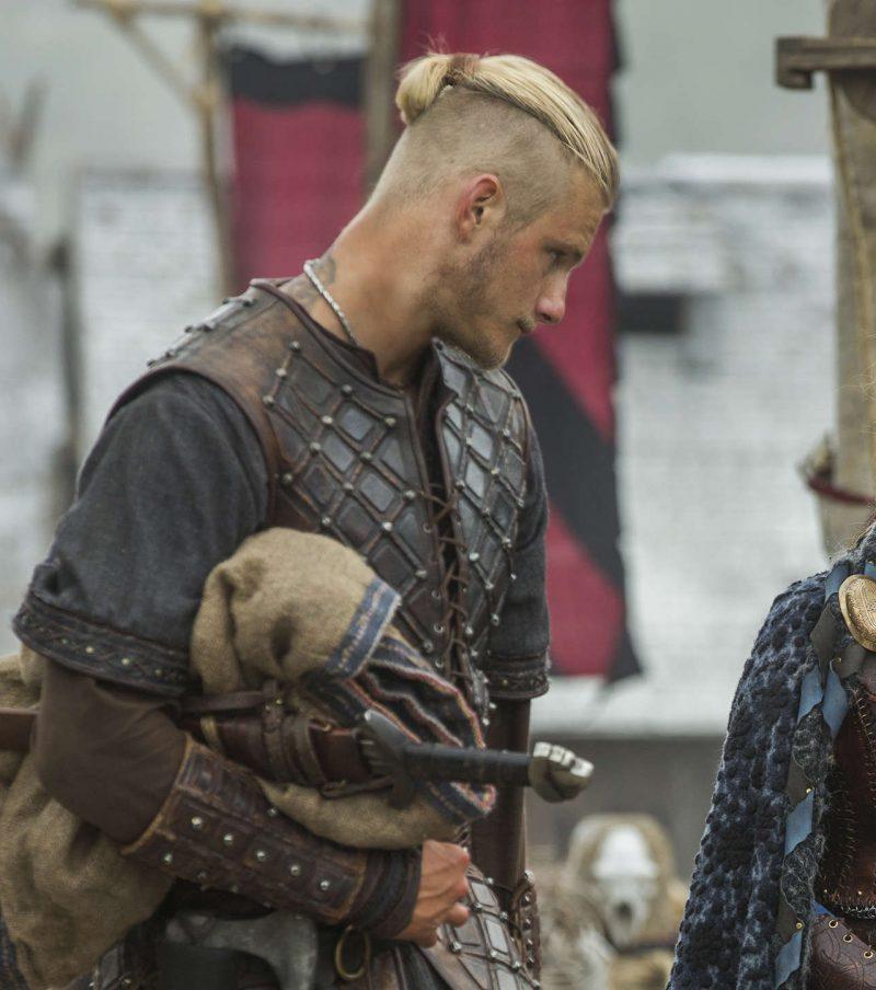 Прическа как у бьерна из викингов