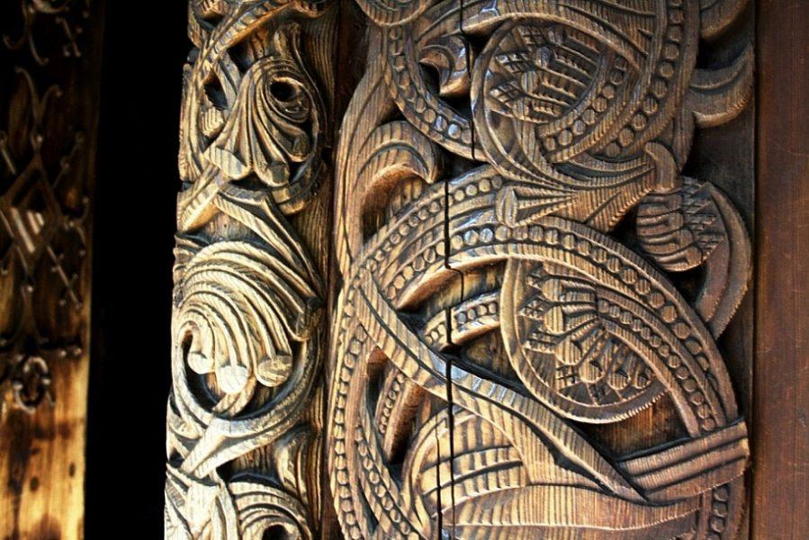 Резной узор на деревянном портале - ставрике (церковь) из Гуля XII-XIII век